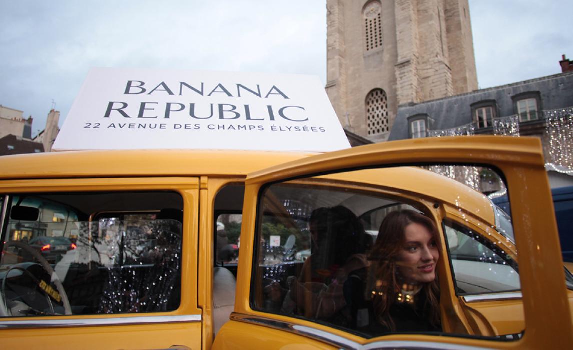 Evénement lancement magasin Banana Republic sur les champs elysees agence communication paris Buzznative